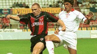 Sevilla F.C. - Bohemian. Primeros partidos internacionales del jugador nacido en Valencia.  Foto: Juan Carlos Muñoz