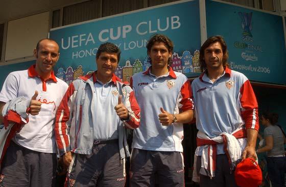 Final de la Copa de la UEFA. Partido Middlesbrough - Sevilla F.C. De izquierda a derecha, Monchi, Juande Ramos, Escudé y Javi Navarro.     Foto: Antonio Pizarro