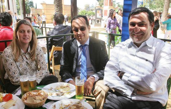 Federico Joly, Diego Joly y su esposa, Ángela Benavente.  Foto: Vanesa Lobo