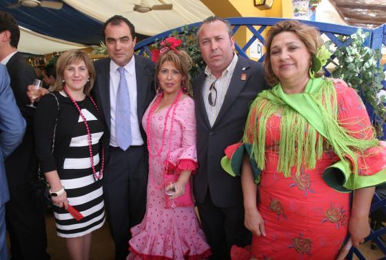 La alcaldesa de Sanlúcar, Irene García; la diputada Mamen Sánchez; la delegada de Igualdad y Salud, Margarida Ledo; Benjamín Sánchez y David Fernández.   Foto: Vanesa Lobo