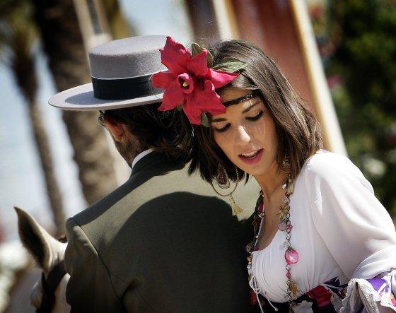 Una original flor hace de complemento perfecto a la imagen de esta joven.  Foto: Miguel Angel Gonzalez