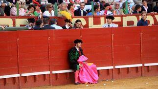 Tarde de destellos de arte en la que Morante de la Puebla también cautivó   a la afición, que  hizo sonar palmas por bulerías  Foto: Manuel Aranda,  Juan Carlos Toro