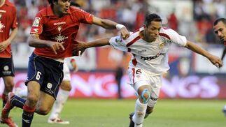 Adriano corre para dejar atrás a su rival Nekouman.  Foto: Félix Ordóñez