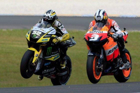 El piloto español de Honda, Dani Pedrosa (dcha), en acción junto al británico James Toseland  Foto: Efe