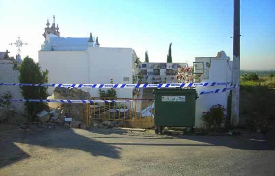 Estado actual de la fachada principal del cementerio.