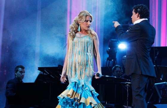 Laura Gallego y Antonio Cortés ecnima del escenario, encandilaron al público con su voz.  Foto: Victoria Hidalgo