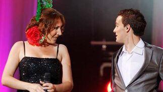 Miguel Ángel Palma mira a Sandra Cabrera durante la actuación.  Foto: Victoria Hidalgo