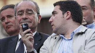 Elías Bendodo junto al alcalde Francisco De la Torre  Foto: Sergio Camacho