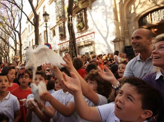 Tras la misa de romeros de esta mañana a las ocho, la hermandad del Rocío de Jerez inició una nueva romería hasta la aldea de El Rocío  Foto: Juan Carlos Toro