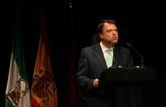 El alcalde de la ciudad, Alfredo Sánchez Monteseirín, durante el acto.  Foto: Juan Carlos Muñoz