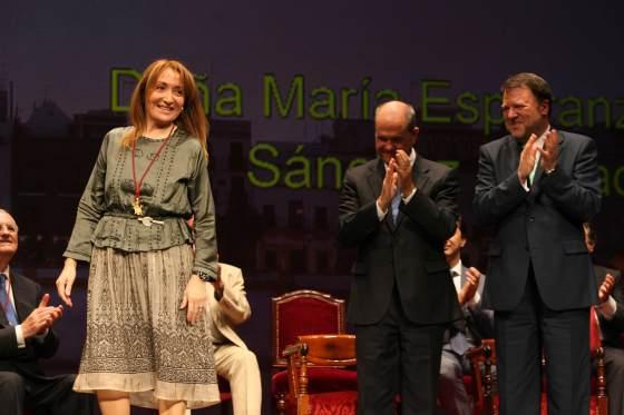 La periodista Esperanza Sánchez tras recibir su medalla.  Foto: Juan Carlos Muñoz