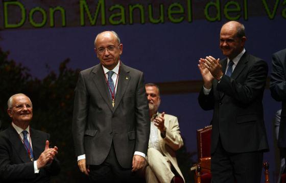 Manuel del Valle recibe aplausos de los allí congregados.  Foto: Juan Carlos Muñoz