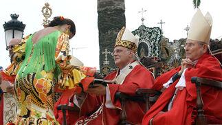Cada uno de los representantes de las hermandades rindieron pleitesía a la Patrona de Almonte.   Foto: Josue Correa y Espinola