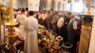 La misa que se ofició por los tamborileros de las hermandades rocieras.  Foto: Josue Correa y Espinola