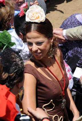 La cantante Pastora Soler hizo el camino con Coria.    Foto: Caras conocidas ante la ermita
