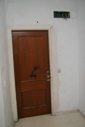 Las puertas de las cass permanecen rotas.  Foto: Belén Vargas, Jaime Martínez