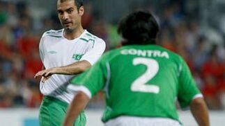 Guardiola frente a Contra  Foto: EFE