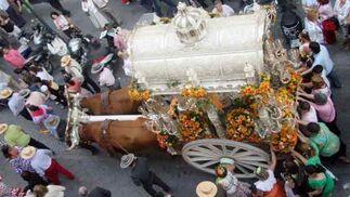 Imagen superior del Simpecado de La Macarena.  Foto: Belén Vargas, Manuel Gómez