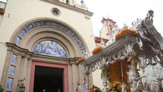 Las iglesias se abren para darle la bienvenida al Simpecado.  Foto: Belén Vargas, Manuel Gómez