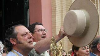 Un romero grita los 'vivas' a la hermandad.  Foto: Belén Vargas, Manuel Gómez