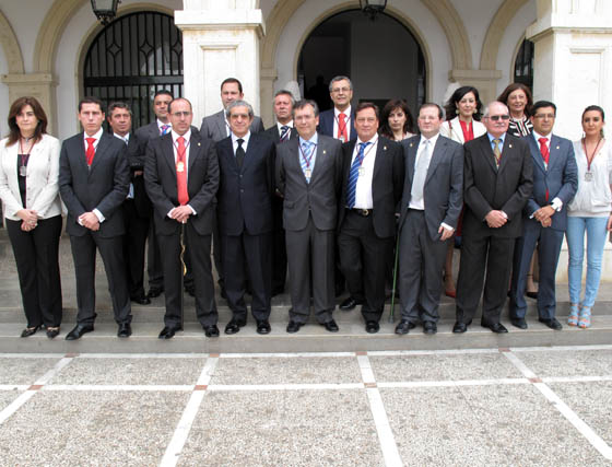 Braulio Medel con la corporación municipal  Foto: VICTORIA RAMÍREZ