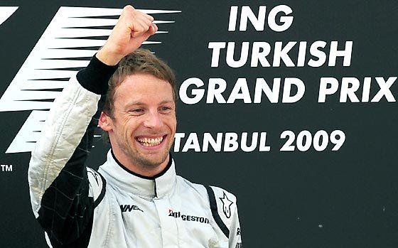 El piloto inglés de Brawn GP Jenson Button celebra su victoria en el Gran Premio de Turquía.  Foto: AFP Photo / Reuters / EFE
