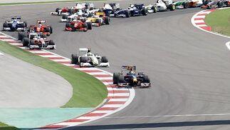 Vettel, por delante.  Foto: AFP Photo / Reuters / EFE