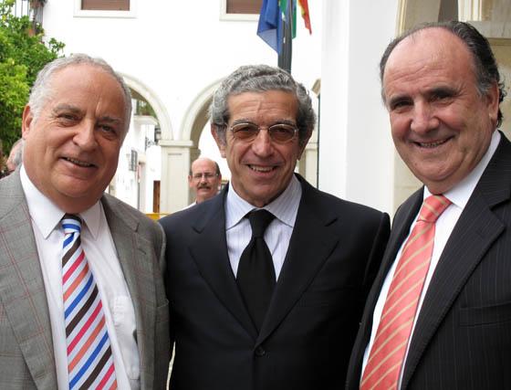 José María Rosell, presidente de Hoteles Playa, Braulio Medel y Miguel Sánchez, presidente de MS Hoteles.  Foto: VICTORIA RAMÍREZ