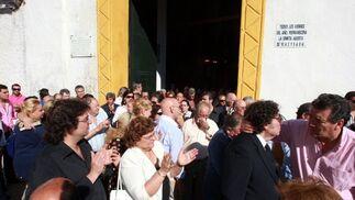 Manuel Fernández, conocido en toda España por su apodo de 'Parrilla de Jerez', fue despedido ayer por amigos, artistas y familiares en la Ermita de San Telmo tras fallecer a los 63 años.  Foto: Juan Carlos Toro