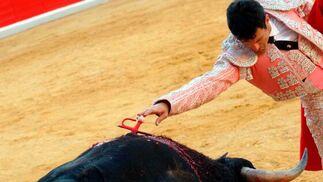 """Los ocho toros de la ganaderia Torrestrella resultaron nobles y el """"Yiyo"""" supo sacarles partido, especialmente en el cuarto con una completísima faena y estocada en todo lo alto.   Foto: Patri Díez"""