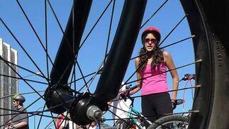 Unos 6.300 malagueños recorren las calles de la capital en el VII Día de la Bicicleta  Foto: Sergio Camacho