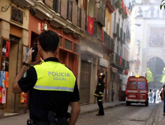 Los bomberos y la policía acudieron al lugar inmeditaamente.  Foto: Marisa Rivera