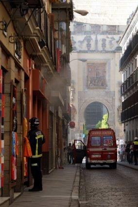 El humo nubla la Catedral.  Foto: Marisa Rivera