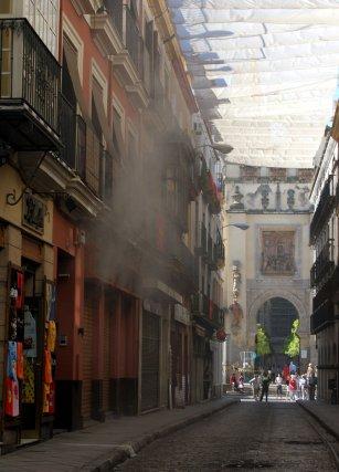 Desde la calle Hernando de Colón podía observase el suceso.  Foto: Marisa Rivera