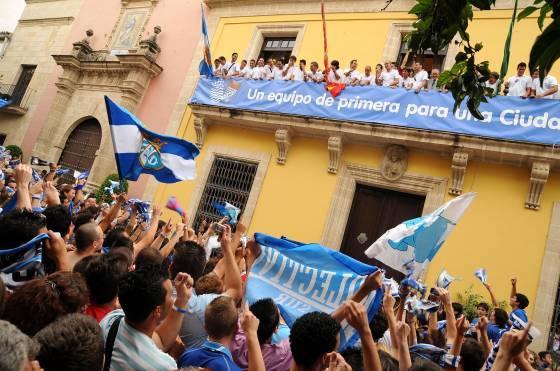 Miles de aficionados arropan al Xerez en el Ayuntamiento  Foto: redacci?r?ca