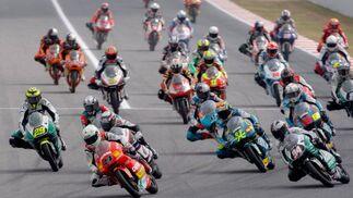 Salida de la carrera de 125cc del Gran Premio de Motociclismo de Catalunya   Foto: Efe