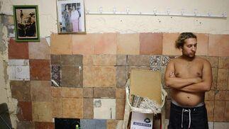 Una vez en casa se disponen a sanearla y limpiarla.  Foto: Antonio Pizarro