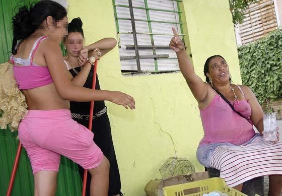 Una mujer se queja por todo lo sucedido.  Foto: Antonio Pizarro