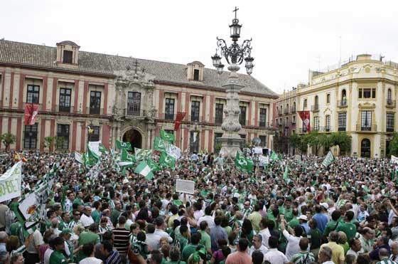 Plaza de la Virgen de los Reyes.  Foto: Antonio Pizarro / Juan Carlos Muñoz