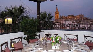 Espectaculares vistas de la Giralda y la Catedral desde el Restaurante El Mirador.  Foto: Victoria Ramírez