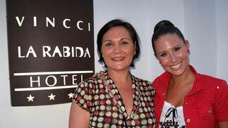 Yolanda Rodríguez Oliva, directora del Hotel Vincci La Rabida y Juliana López,presentadora de Canal Sur.  Foto: Victoria Ramírez