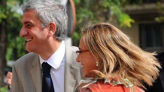 Carme Chacón saluda a su homólogo francés, Hervé Morin.   Foto: Cristina Quicler (Afp)