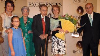 Luis Rey y su esposa, María Isabel Goñi, con Laura Robles, Laura Calero, Paquita Cruzado, y Juan Robles.  Foto: Victoria Ramírez