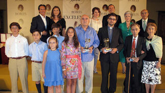 Los premiados con la familia Robles.  Foto: Victoria Ramírez
