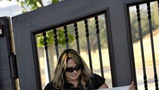 Los fans acudieron a las puertas del hospital de UCLA para mostrar sus condolencias.  Foto: Reuters, Efe, Afp