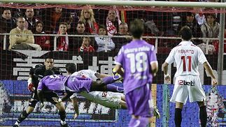 El Sevilla se dejó otros dos puntos en casa ante el Valladolid, contra el que sólo pudo empatar (1-1).  Foto: Antonio Pizarro