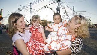 El vestido de gitana se impone este año  Foto: Jesús Ochando