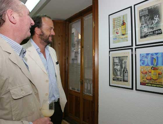 El ex secretario del Consejo del Brandy, Ricardo Rebuelta, junto a Bosco Torremocha, director general de Fedejerez.   Foto: Vanesa Lobo