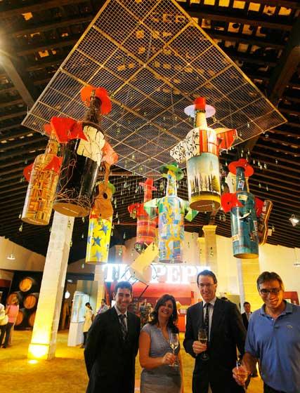 El acto de inauguración estuvo encabezado por el presidente de González Byass, Mauricio González-Gordon hijo, y la delegada de Cultura y Fiestas, Dolores Barroso  Foto: Pascual