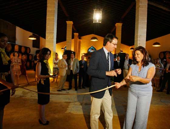 Mauricio González-Gordon y Dolores Barroso, en la inauguración.   Foto: Pascual